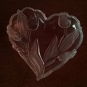 Heart shapped tulips and leaf design  dish